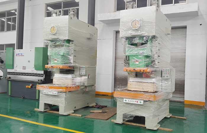 125吨钢板气动冲床JF21-125T