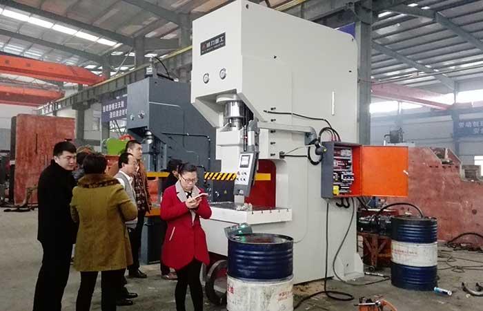 200吨钢板焊接液压冲床YWH21-200T