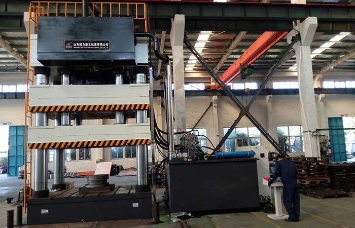 2600吨双动薄板拉伸液压机