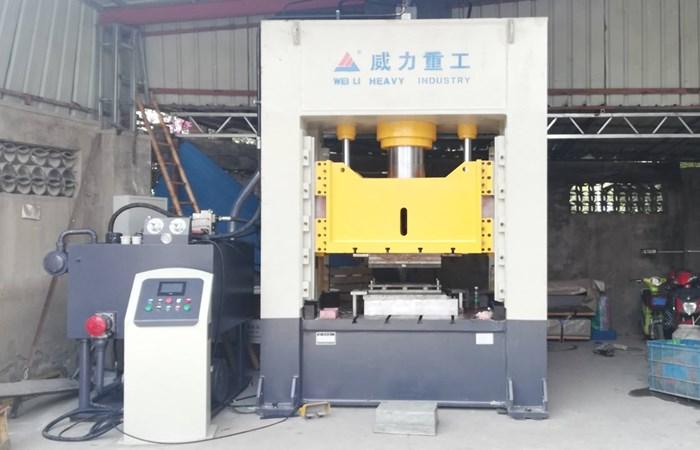汽车万向节轴承座液压机,500吨热压成型框架式液压机